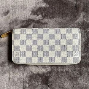 SOLD-Louis Vuitton damier azur zippy wallet